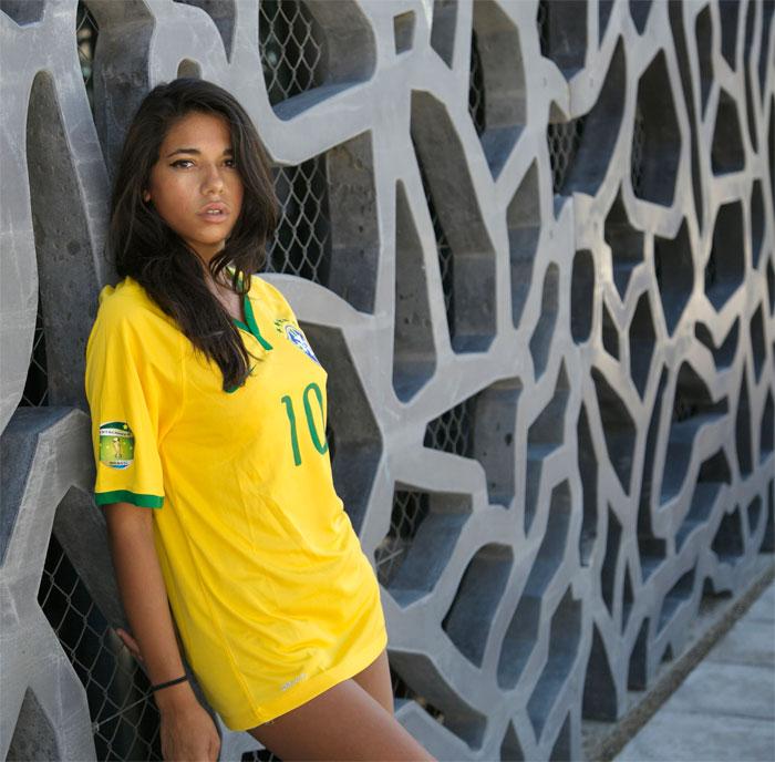 Brazil home jersey girl Badge