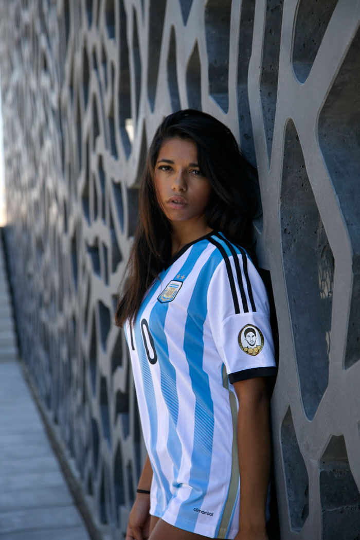 Argentinian beauty by the wall