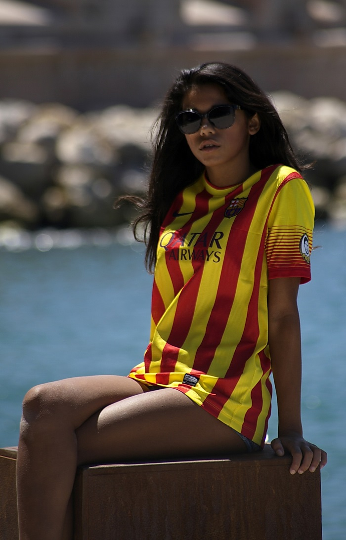 Barca girl sitting high
