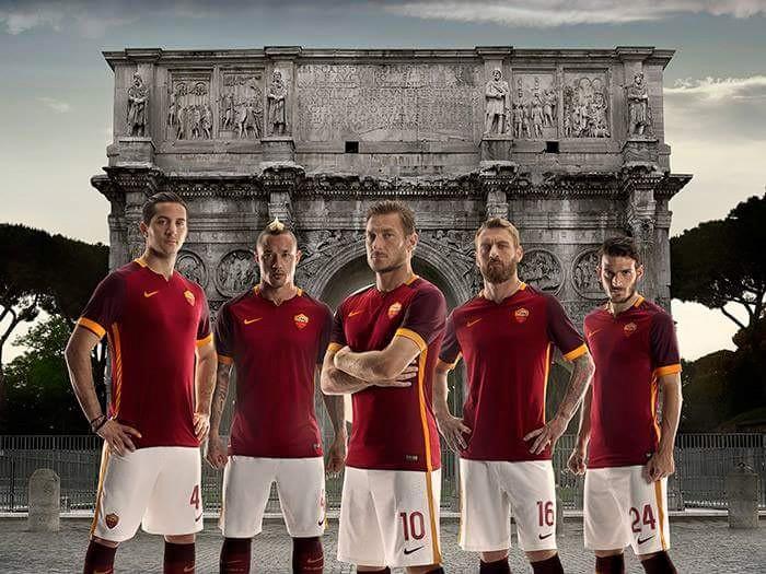 AS Roma home kit 15/16
