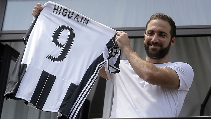 Higuain 9 - Juve home kit