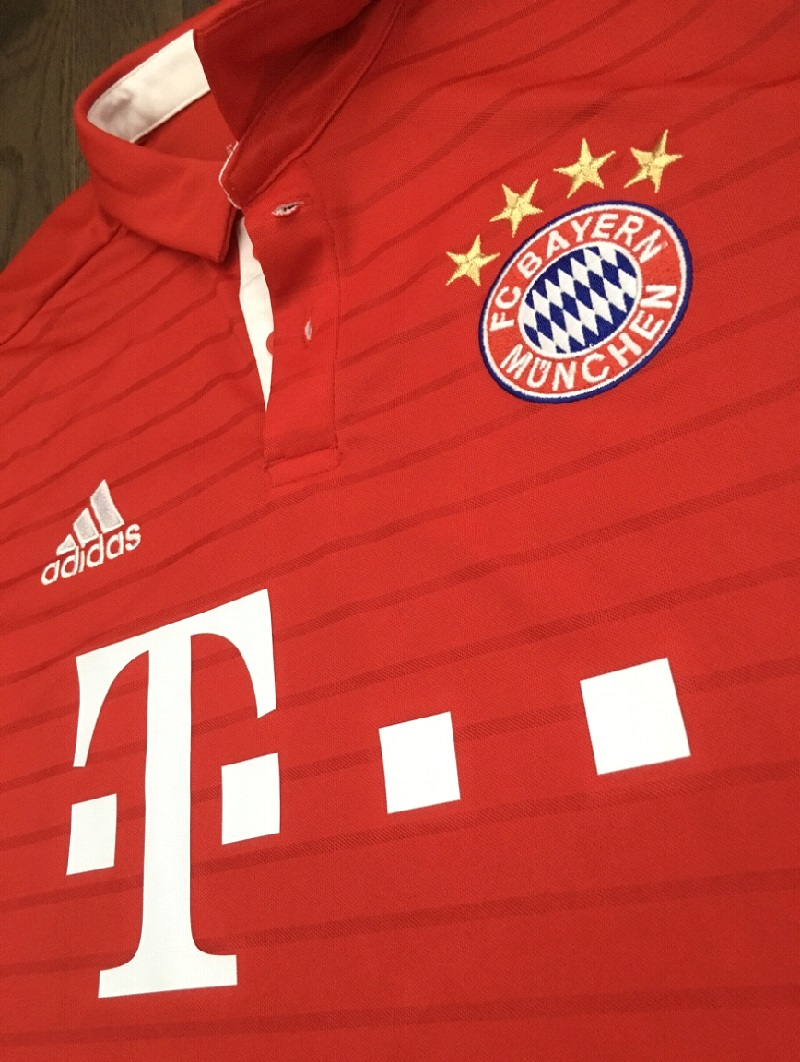 Bayern home jersey - collar front