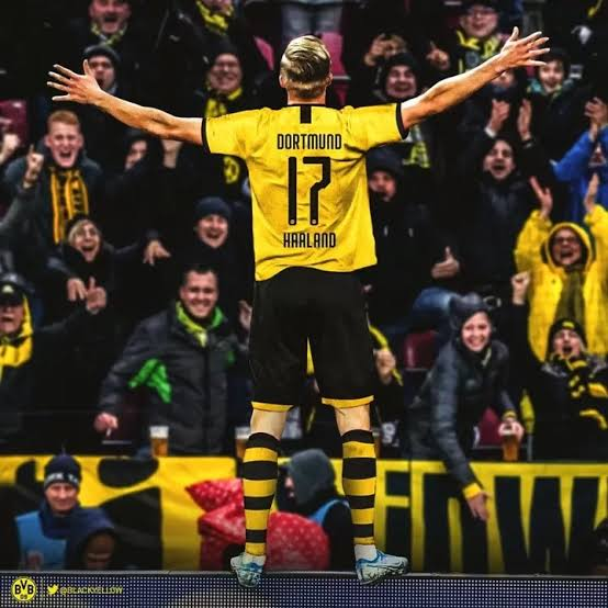 Haaland 17 Dortmund home kit